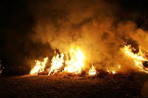 Osterfeuer in Immensen 2013, mit reichlich Glhwein
