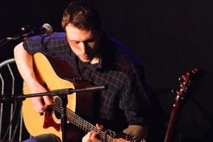 Sonntags-Matinee mit Simon Kempston, Shottland Singer/Songwriter mit Finger-Picking-Style