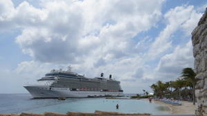 Die Celebrity ECLIPSE: 2850 Passagiere, 315 Meter lang