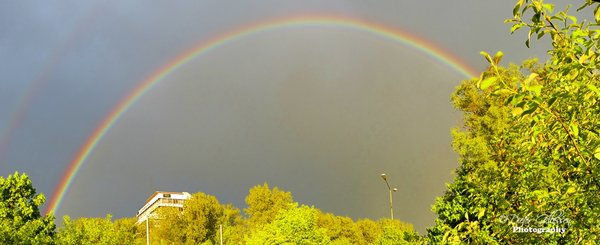 Beim Gassi-gehen erwischt !!  gleich zwei Regenbogen befanden sich Heute um ca. 20:00 Uhr ber dem AZ-Gebude in Augsburg. Euch Allen wnsche ich noch ein schnes Wochenende !!
