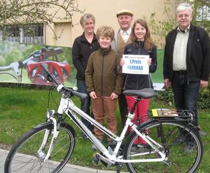 WI-LA-Glcksrad der Verkehrswacht. Ein neues Fahrrad fr Ramona Hartmann aus Adelzhausen