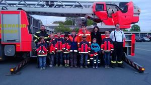 Kleine Feuerlscher aus Jeinsen besuchen die Berufsfeuerwehr Hannover
