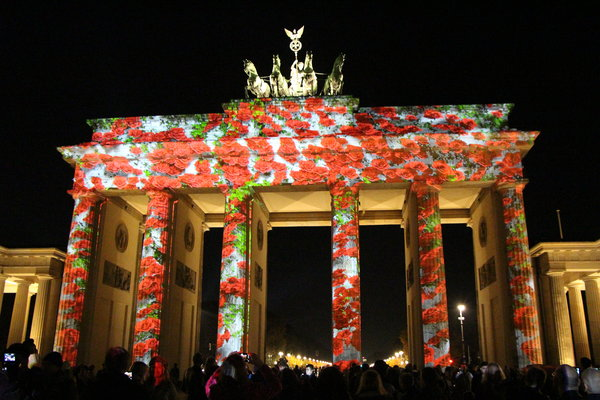 berlin, 2013, brandenburger-tor, berlin-leuchtet, pariser-platz, in-rosen-gebettet