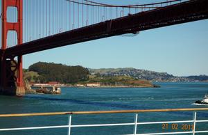 Unter der Golden Gate Bridge (links Sausalito)