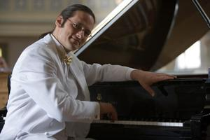 PIANO ROYAL - Pianist Tobias Forster im Schloss Klippenstein