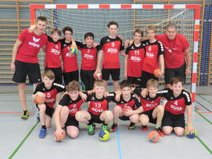 Die Handball-Jungs der Neusässer D-Jugend: Noah, Vitus, Jakob, Liam, David, Robin (kniend von links); Chris (Trainer), Leo, Benedikt, Paul, Eric, Jurek, Julian, Manfred (Trainer) (stehend von links).