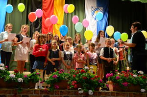 "Der Kinder- und Jugendchor ließ ""99 Luftballons"" steigen und versprach ""We are the World""."