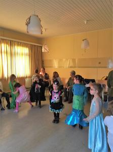 Kinder feiern Fasching in Lenthe