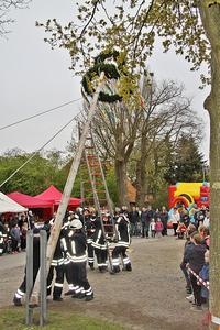 Maibaumaufstellung in Sievershausen am 30. April 2016