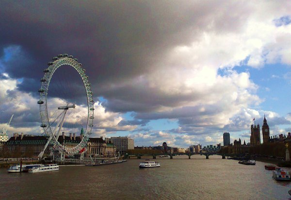 graue-wolken, über-london