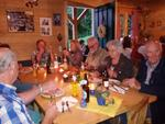Brotzeit in der Hütte