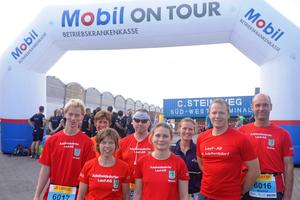 Ein starkes Team Am Windhukkai in Hamburg-Veddel (von links): Hinnerk Gaus, Heike Zwirner-Sott, Marion Suchy, Axel Kiehne, Manuela Kiehne, Lisa Brack, Felix Schuermann, Matthias Blazek.