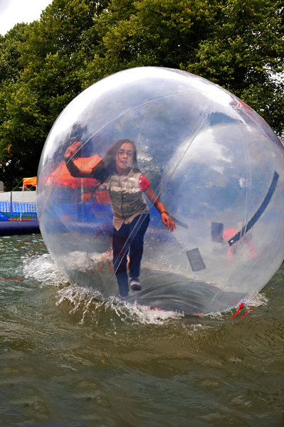 hannover, maschseefest, waterball-walking