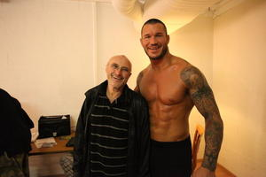 WWE Superstar Randy Orton trifft in Genf backstage WWE Fan Phil Collins