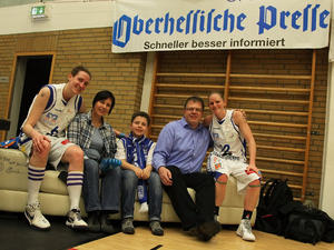 Mit dem OP - FanSofa in die PlayOffs der 1.Damen Basketball Bundesliga