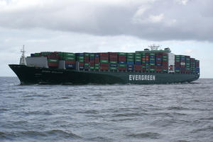 Containerschiff EVER SALUTE unterwegs in der Nordsee