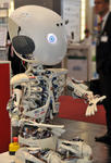 Humanoider Roboter in Halle 9.