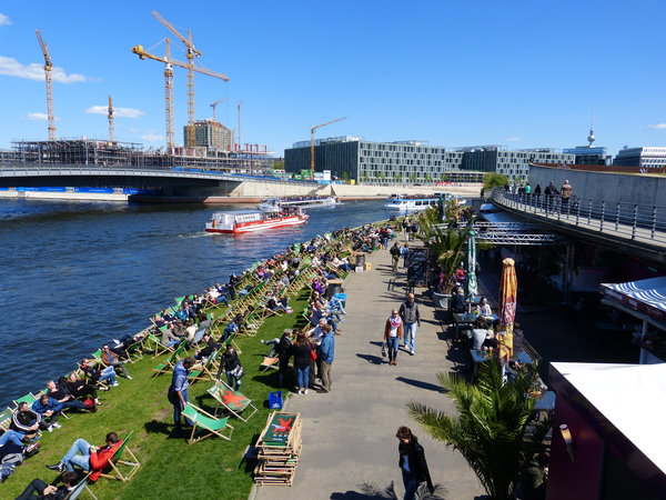 berlin, spree, sonnenbaden, capital-beach