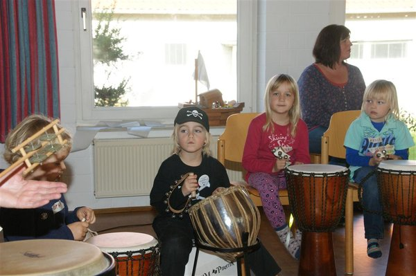 musik, kinder, advent, weihnachtsbäckerei, drum-piraten, ukulele