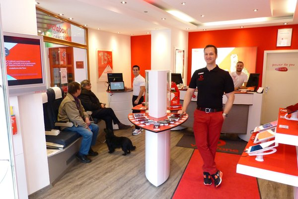 vodafone shop erding portrait eines langj hrigen erding bulls sponsor erding. Black Bedroom Furniture Sets. Home Design Ideas