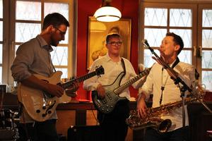 Funky Saxophon-Pop im Filou: Sunday Morning live