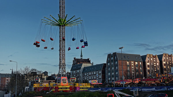 weihnachtsmarkt-rostock, kettenflieger-around-the-world