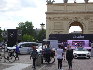 Mercedes-Benz vor dem Brandenburger Tor