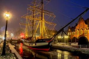 Winterliches Foto der ' Brigg Friederike ' in Papenburg- Winterwunderland-