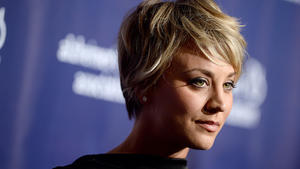 The Big Bang Theory: So heiß! Kaley Cuoco zeigt ihre Muskeln! (Foto)