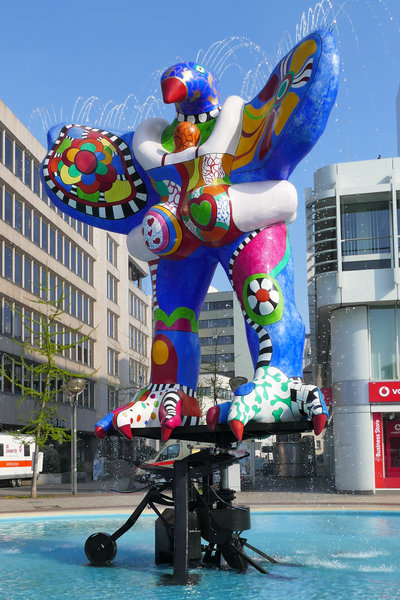 lifesaver von niki de saint phalle in duisburg immer wieder kameratauglich duisburg. Black Bedroom Furniture Sets. Home Design Ideas