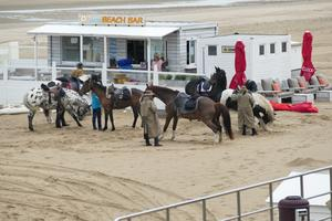 Wilder Westen oder was? - an der Beach Bar in De Haan heute morgen
