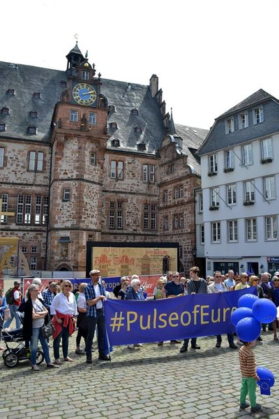 Let's be the Pulse of Europe in Marburg auf dem Marktplatz, 8. Kundgebung