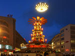 24. November 2017 Weihnachtspyramide in der City in Hannover.