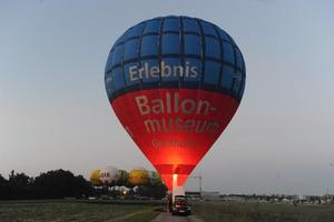 Internationale Ballonfahrerszene auf dem Ballonstartplatz –  Der 5. Internationale Ballonmuseumscup in Gersthofen