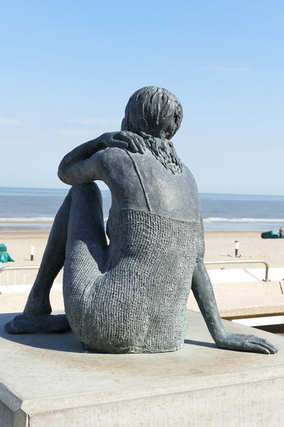 A woman in the sun - Kunst auf dem Zeedijk