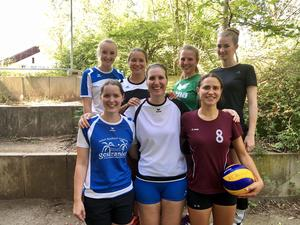 Volle Damen- Volleyballpower aus Neusäß