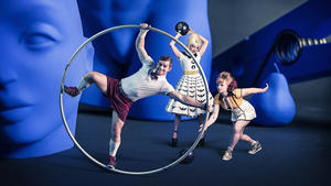 Circus OZ mit 'Model Citizens' - Tollwood Winterfestival