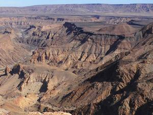 Vom Fish River Canyon in Namibia . . . Richtung Lüderitz am Atlantik . . .