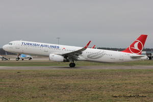 Turkish Airlines Airbus A321, hebt ab !