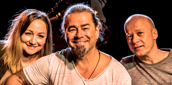 Alfons Hasenknopf & Band Die Single »Hand In Hand – Earthpeople«