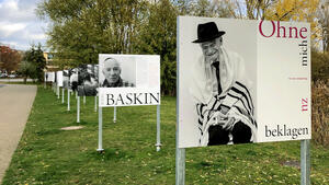 "Open-Air-Ausstellung ""Abraham war Optimist"" am Schweriner Burgsee"